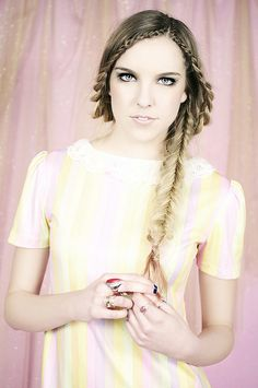 Doesn't this remind you of a princess braid?