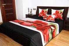 Narzuty do sypialni koloru czarnego z czerwonymi różami na białym tle