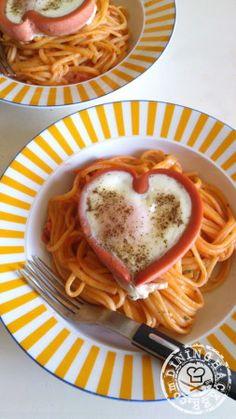 Love Napolitan L'oeuf au plat avec le Knacki en forme de coeur !