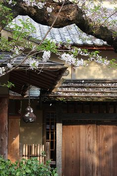 old Japanese house Traditional Japanese House, Japanese Architecture, Pavilion Architecture, Sustainable Architecture, Residential Architecture, Contemporary Architecture, Go To Japan, Visit Japan, Famous Castles