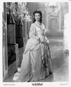 Vivien Leigh in 'That Hamilton Woman' Costume design by Rene Hubert and jewels by Joseff Hollywood. Golden Age Of Hollywood, Vintage Hollywood, Hollywood Glamour, Hollywood Stars, Vivien Leigh, Actrices Hollywood, Classic Movie Stars, Gone With The Wind, Classic Beauty