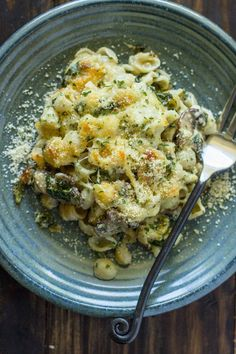 Pasta with spinach and mushrooms sautéed in butter and garlic then baked in parmesan cream sauce.A pasta casserole is the perfect weeknight dish because it's warm and comforting and feeds the…