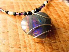 Collier ethnique coeur labradorite violette  plumes pierres