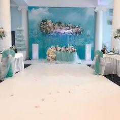 #сегодня у нас с замечательными организаторами @svadbavyalte очень свадебный вторник в любимом цвете невесты #свадьбавкрыму #крымскаясвадьба #севастополь #крым #dolchevitadecor