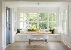 Modern farmhouse inspired residence on a woodsy Seattle property Conard Romano Architects were responsible for the design of this spectacular modern farmhouse on a wooded property in Seattle, Washington. Home Decor Kitchen, Home Decor Bedroom, Home Kitchens, Kitchen Design, Kitchen Ideas, Country Kitchen, Farmhouse Kitchens, Kitchen Tables, Diy Kitchen