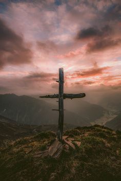 It is a choice to walk away from a Christianity that offers no cross, hardship or responsibility. Such Christianity is false. Cross Wallpaper, Jesus Wallpaper, Wallpaper Pictures, Hd Wallpaper, Cross Pictures, Image 3d, Christmas Wallpaper, God Is Good, Trust God