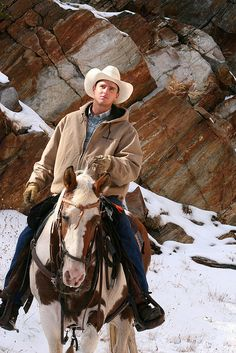 Cowboy and his horse in the snow - from Wranglerheaven via Cindy Turpin Cowboys And Angels, Hot Cowboys, Real Cowboys, Cowboys And Indians, Cowgirl And Horse, Cowboy Up, Cowboy And Cowgirl, Horse Riding, Trail Riding