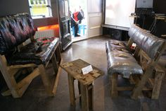 gemaakt van oud hout en  tape. hans runge