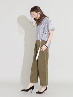 今季もストライプ柄が継続して人気ですね!  こちらのブラウスは女性らしい袖フレアデザインがポイント。 Normcore, How To Wear, Style, Fashion, Swag, Moda, Fashion Styles, Fashion Illustrations, Outfits