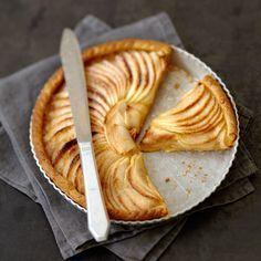 Découvrez la recette Tarte aux pommes et à la compote sur cuisineactuelle.fr.