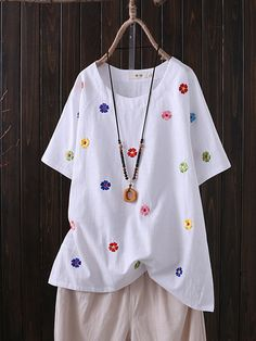 Plus Size Casual Tiny Flower Embroidery Short -Sleeved Blouse – sclinen Embroidered Clothes, Embroidered Flowers, Flower Embroidery, Plus Size Casual, Plus Size Outfits, Blouses For Women, T Shirts For Women, Plus Size Kleidung, Plus Size Shirts