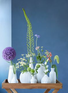 Sommerblumen: Sommerzeit ist Blumenzeit Pantone, Glass Vase, Home Decor, Summer Flowers, Summer Time, Floral Arrangements, Switzerland, Homes, Deco
