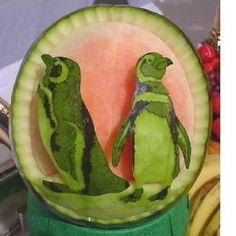 Penquins Watermelon Festival, Watermelon Art, Watermelon Carving, Carved Watermelon, Fruit Sculptures, Food Sculpture, Veggie Art, Fruit And Vegetable Carving, Food Design