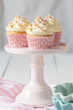 Desde el blog The Sweetest Taste comparten la receta de los que dicen son los mejores cupcakes de vainilla que han probado.