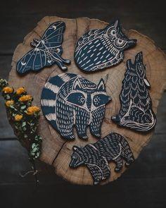 Linoleum Block Printing, Stamp Carving, Handmade Stamps, Sgraffito, Linocut Prints, Ceramic Artists, Teaching Art, Clay Crafts, Sculpture Art