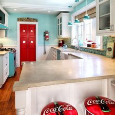 """Kitchen Photos """"vintage Kitchen"""" Design, Pictures, Remodel, Decor and Ideas - page 5 dont like to coco cola chairs tho Kitchen Redo, Kitchen Remodel, Kitchen Ideas, 50s Kitchen, Kitchen Board, Kitchen Inspiration, Color Inspiration, Küchen Design, House Design"""