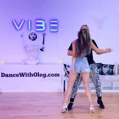 Dance Workout Videos, Dance Music Videos, Dance Choreography Videos, Ballroom Dance Lessons, Dance Tips, Couple Dance Songs, Women With Beautiful Legs, Salsa Bachata, Cool Dance Moves