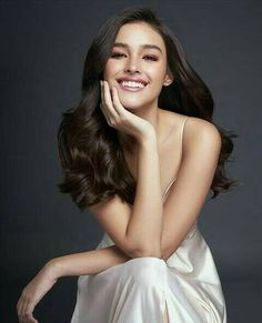 If you like your hairdo, there's no reason to agonize over making a s Most Beautiful Faces, Gorgeous Women, Lisa Soberano, Pageant Headshots, Filipina Girls, For Elise, Filipina Beauty, Pretty Females, Mannequins