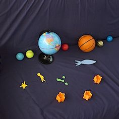 Introduction To The Solar System. 'Crescent Moon, Dad!' 'Twinkling Stars, Dad!