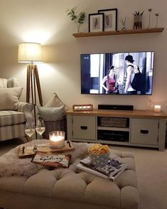 55 amazing and beautiful living room wall decor ideas that you must know 2 - Hom. 55 amazing and beautiful living room wall decor ideas that you must know 2 – Home Design Ideas So Cottage Living Rooms, New Living Room, Apartment Living, Cosy Living Room Decor, Cosy Home Decor, Living Room Ideas For Flats, Living Room Decor Above Tv, Cosy Night In, Snug Room