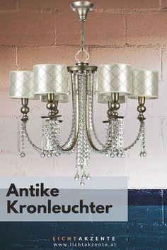 Esstisch modern und elegant beleuchten mit Kristall Leuchter Bience. Online kaufen bei Lichtakzente.at. Der noble Kronleuchter mit Kristallen besteht aus einer antikgoldenen Armatur, an der 6 runde Lampenschirme befestigt sind. Eine faszinierende Kristall Hängeleuchte die strahlende Akzente setzt wie z. B. im Esszimmer, Wohnzimmer, Schlafzimmer oder in einem Besprechungsraum // Esstisch Lampe rund, Esstisch Leuchte modern #beleuchtung #lampen und leuchten #lichtakzente Chandelier, Ceiling Lights, Lighting, Interior, Elegant, Home Decor, Living Room Chandeliers, Bedroom Lamps, Classy