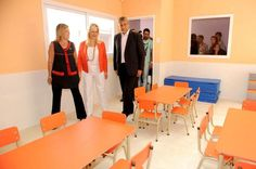 Más fotos de pupitres naranjas. Denuncia con tu foto/dato en https://www.facebook.com/Stolbizer  Frenemos propaganda en escuelas