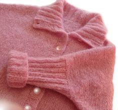 Ravelry: Sigh Cardigan pattern by Tracy Schmittgen The Knitting Station Cardigan Pattern, Hemline, Ravelry, Collars, Knitting Patterns, Knit Crochet, Sweaters, Cardigans, Sleeves