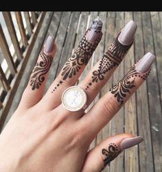 Finger mehndi design for long nails Latest Finger Mehndi Designs, Mehndi Designs For Fingers, Henna Tattoo Designs, Bridal Mehndi Designs, Finger Tats, Mehendi, Long Nails, Tatting, Simple
