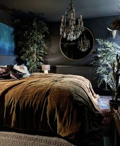 Home Interior Design A Inky-Hued Home Full of Stunning Art and Cosy Corners - Dear Designer Decoration Bedroom, Home Decor Bedroom, Modern Bedroom, Dark Cozy Bedroom, Black Bedroom Walls, Dark Master Bedroom, Charcoal Bedroom, Dark Bedrooms, Dark Living Rooms