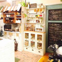 いなざうるす屋さん/ナチュラル同盟♡/カフェ風/食器棚のリメイク/デコボコ屋根風…などのインテリア実例 - 2014-11-13 14:52:09 | RoomClip(ルームクリップ) Vintage Kitchen Decor, Home Decor Kitchen, Kitchen Living, Kitchen Interior, Room Interior, Home Interior Design, Kitchen Design, Cottage Style Decor, Kitchen Time