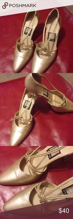 Matte gold pump Beautiful staphylococcus pump gol metallic matte Nina Shoes Heels