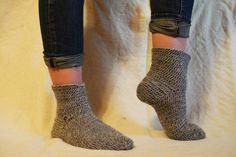 Naalbinding socks danish stitch, more on http://rekodzielnica.blogspot.com/
