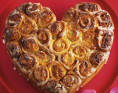 Herz-Rosenkuchen ~ Heart-Shaped Nut Bun Cake