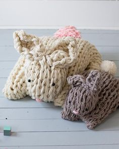 """Giant Arm Knit Bunny by Anne Weil of Flax & Twine""""Learn how to knit giant bunnies using your arms! This stunning, oversized bunny is the perfect example of what happens when arm knitting takes on. Baby Knitting Patterns, Crochet Patterns, Finger Knitting, Arm Knitting, Giant Knitting, Simply Knitting, Knitting Projects, Crochet Projects, Sewing Projects"""