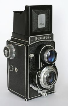 Flexaret IV. With this model Meopta abandoned the flawed crank film winding of the Flexaret III and went back to knob winding for reliability. Lens Meopta Belar 80mm f3.5, Prontor SVS shutter 1 - 1/400. Czechoslovakia c. 1950-57