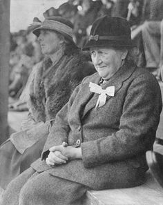Author/illustrator and English Lake District conservationist Beatrix Potter, 1866 - Photo taken in 1935 at the Keswick Show in Cumbria, England by an anonymous photographer. Beatrix Potter Illustrations, Beatrice Potter, Peter Rabbit And Friends, Benjamin Bunny, Portraits, Women In History, Lake District, I Love Books, Vintage Photographs