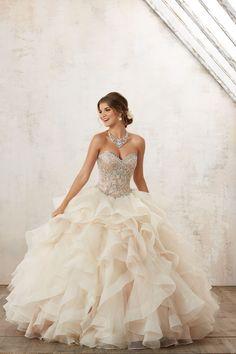 Nowoczesna, balowa suknia z biżuteryjnym gorsetem Spódnica z falbanami, wyszywanymi koralikami gorset, z dekoltem w kształcie serca. Fantazyjna spódnica z … Mori Lee, Formal Dresses, Wedding Dresses, Ball Gowns, Ootd, Fashion, Catalog, Dresses For Formal, Bride Dresses