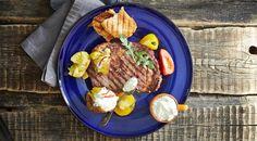Стейк рибай с печёным молодым картофелем и острым сырным соусом