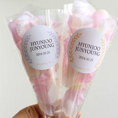 お花を詰め込む「フラワーシャワーコーン」のトレンドデザインまとめ! | marry[マリー]