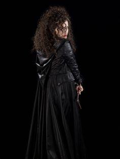 Helena Bonham Carter as Bellatrix Lestrange. Harry Potter Film, Cosplay Harry Potter, Theme Harry Potter, Harry Potter Characters, Harry Potter World, Disney Characters, Helena Bonham Carter, Harry Potter Bellatrix Lestrange, Hermione Granger