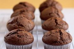 Na víkend: univerzální recept na muffiny | Apetitonline.cz Cap Cake, Cheesecakes, Scones, Sweet Recipes, Food To Make, Gingerbread, Muffins, Deserts, Dessert Recipes