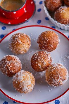Castagnole, a megúszósabb fánk recept   Street Kitchen Sweet Desserts, Doughnut, Muffin, Food And Drink, Snacks, Breakfast, Hamburger, Winter, Life