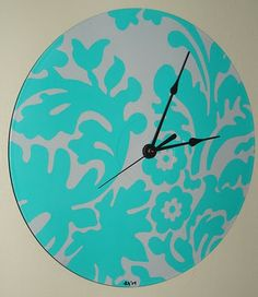 Painted record clock! SMART!!!