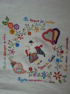 tablecloth-detail - embroidery inspired on lenços de namorados (Portugal)