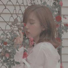 mina Get well soon Minari Aesthetic Photo, Kpop Aesthetic, Aesthetic Pictures, Aesthetic Collage, Nayeon, I Love Girls, Cool Girl, Twice Group, Jihyo Twice