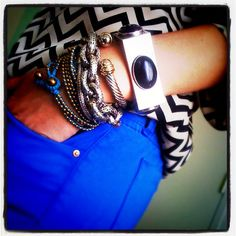 I love everything: arm party, chevron blouse, cobalt blue jeans. Blue Leggings, Blue Pants, Chevron Blouse, Chunky Jewelry, Black Chevron, Arm Party, Charlotte, Colored Jeans, Playing Dress Up
