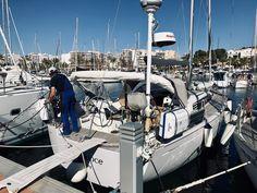 1 x Service bitte Pünktlich zum Saisonstart kommt die SUNBEAM 40.1 zur Überprüfung, danach gehts ganz sportlich nach Sizilien. Sailboats, Sicily, Sailing, You're Welcome, Sporty, Vacation