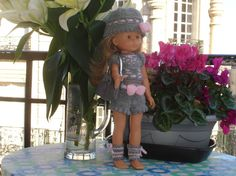 Ensemble gris et rose en tricot  pour poupée de 33 cm de type les Chéries de Corolle
