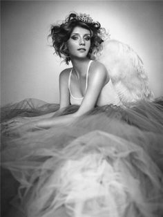 Bryce Dallas Howard...Gorgeous tulle and tiara #Celeb #Hollywood #Portrait