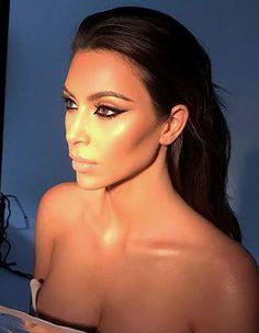 ♥️ Pinterest: DEBORAHPRAHA ♥️ Kim kardashian graphic eyeliner - Kim kardashian makeup looks